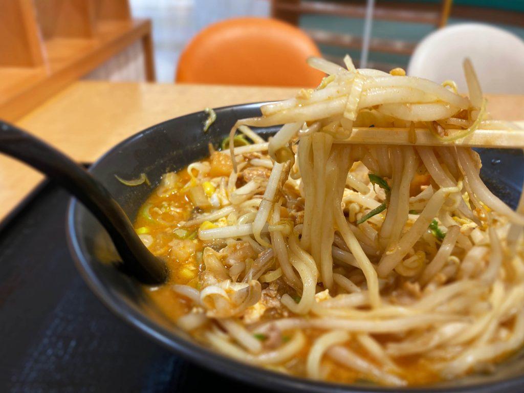 キムチ納豆ラーメン 麺